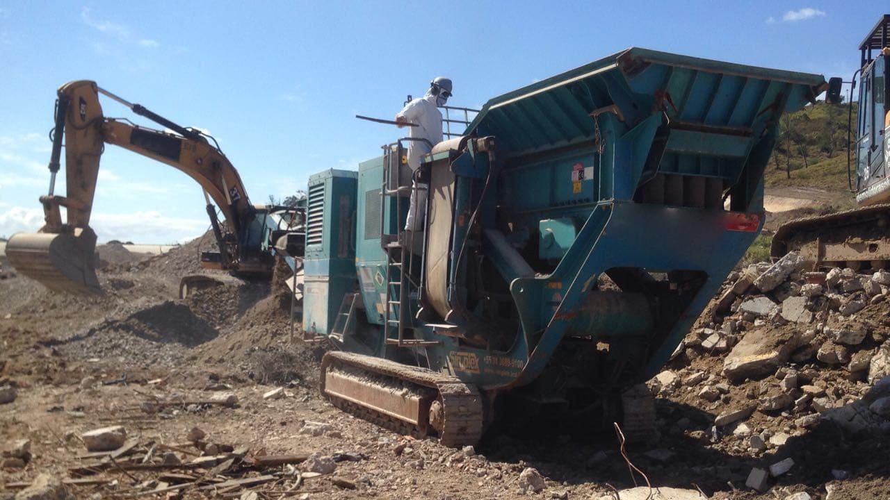 Demolição e britagem de material demolido